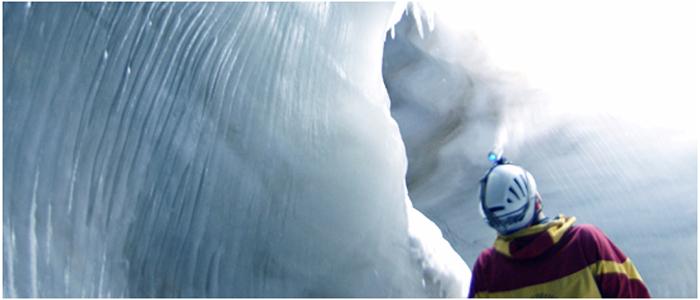 氷の洞窟探検ツアー