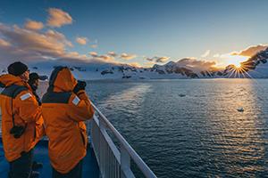 南極の皆既日食と南極半島&サウスジョージア島クルーズ