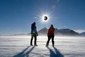 往復航空機利用・南極大陸で見る皆既日食ツアー